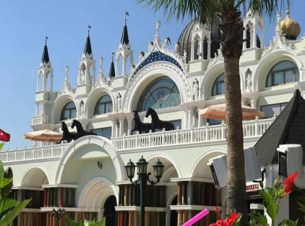 فنادق انطاليا منطقة لارا والإطلالة الساحرة على البحر والرفاهية بلا حدود
